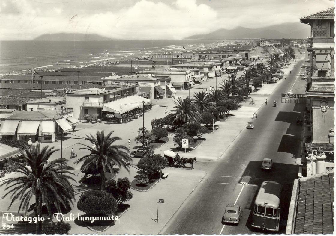 Lungomare di Viareggio nel 1960